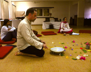 Andrea Camerini IperaCanto vibrazionale Mantra Yoga Bajan